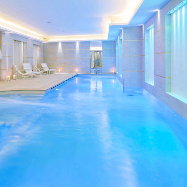 Conception de la piscine d'intérieure de vos rêves