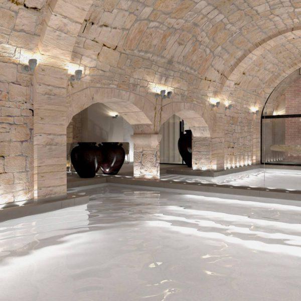 Conception de piscines de prestige pour établissement avec sauna à Paris.